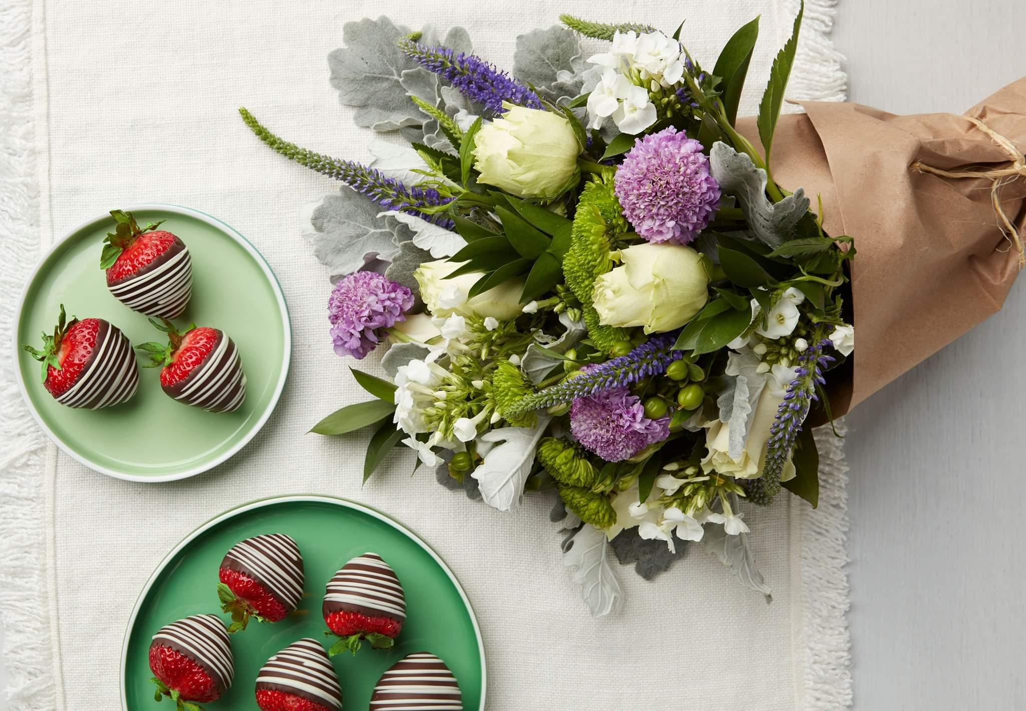 Edible Arrangement's chocolate-covered strawberries and floral package