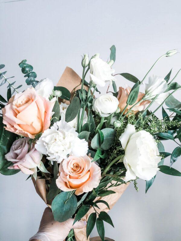 Chic Neutral · Hand-Tied Fresh Bouquet